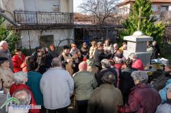 Отец Борис и отец Николай отслужиха водосвет за здраве при параклиса на Свети Харалампий в Ботевград