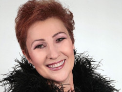 Естрадната певица Мая Нешкова с концерт в Етрополе