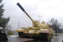 Суматоха заради танк на входа на Правец