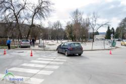 Пешеходка е пострадала при катастрофа на кръстовище в Ботевград