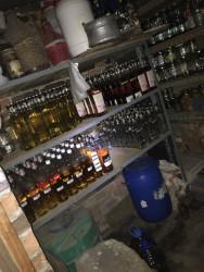 190 литра контрабанден алкохол са иззети от частен дом