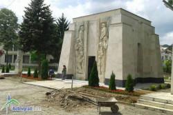 Пространството около Паметника-костница в Скравена  е облагородено
