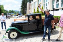 Пикап Пежо от 1931 г. грабна наградата на публиката в Автомобилен ретро парад Ботевград 2018