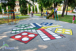 """Майки реализираха """"цветна"""" инициатива за детски игри и забавления на открито"""