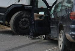 Един човек загина при катастрофа между ТИР и лек автомобил