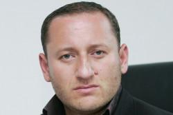 """Лидерът на партия ДРОМ Илия Илиев е в Ботевград, разговаря с ромите от квартал """"Север"""""""