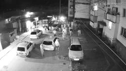 Екшънът пред блок 15-ти, записан на охранителните видеокамери