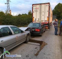 Поредица катастрофи заради огромна дупка на околовръстното шосе