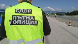 17 души задържани при мащабна полицейска операция в Ботевград