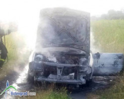Лек автомобил изгоря край Трудовец
