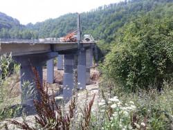 """Продължава ремонтът на носещите колони на виадукт """"Коренишки дол"""" при 36-ти км и на съоръжението при 33-ти км на АМ """"Хемус"""""""