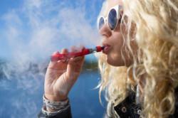 """Забрана за бездимни цигари и наргилета на закрито дори при найлонови """"стени"""""""