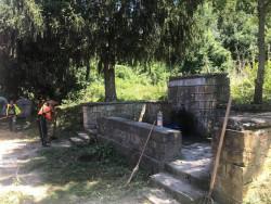 Облагородиха пространството около чешмата на пътя между Ботевград и Врачеш