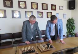 Илиан Тодоров и Анатолий Карпов играха шах и подписаха споразумение