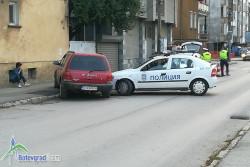 Полицейски автомобил катастрофира /допълнена/