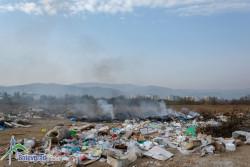 Горяха отпадъци на строителното сметище