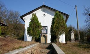 Ремонтираха църквата в Боженица