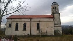 """Ремонтират църквата """"Св. Иван Рилски"""" в Гурково"""