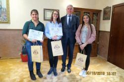 """Ученици се включиха в инициативата """"Мениджър за един ден"""" в Община Правец"""