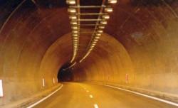 """Утре и в петък от 9 ч. до 16 ч. движението в тунел """"Правешки ханове"""" на АМ """"Хемус"""" ще е двупосочно в тръбата за Варна"""