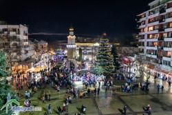 С настроение и фойерверки запалиха празничните светлини на елхата в Ботевград