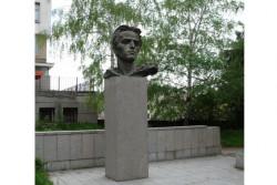 Паметник на Никола Вапцаров ще бъде изграден в двора на училището, носещо неговото име