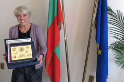 "Внучката на поета Стамен Панчев получи връчената му посмъртно награда ""Заслужил гражданин на Софийска област"""