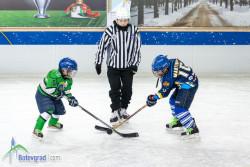 Най-малките хокеисти с две убедителни победи пред своя публика