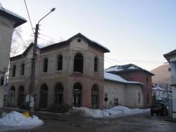 """ПРЕДСТОЯЩО: разрушаване на старата сграда на """"Лятно кино"""" в Етрополе"""
