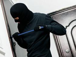 27-годишен открадна 4 000 лева от къща в Скравена
