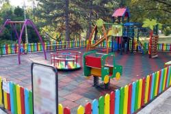 Затяга се контролът на детските площадки