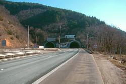 """Ограничения на движението в тунел """"Правешки ханове"""" на АМ """"Хемус"""""""
