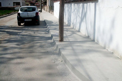 Ремонтираха тротоарите на две улици в Новачене
