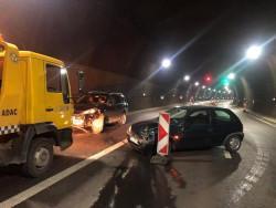 """Временно движението в тунел """"Витиня"""" на автомагистрала """"Хемус"""" е затруднено поради катастрофа /допълнена/"""