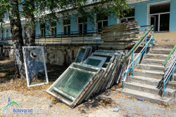 """Терасата към първия етаж на ДГ """"Детелина"""" във Врачеш е в лошо състояние"""