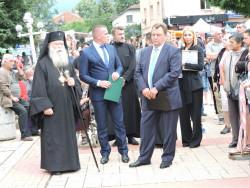 Ловчанският Митрополит Гавриил получи почетния знак на община Етрополе