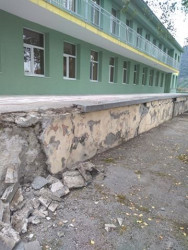 """Премахват опасната тераса на детска градина """"Детелина"""" във Врачеш"""