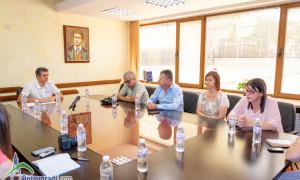 Четирима от 11 директори на местни училища се отзоваха на поканата за среща с кмета Иван Гавалюгов /допълнена/