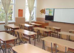 МОН предлага учителите свободно да планират работата си в клас