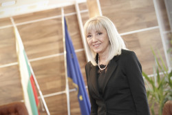 """Министър Аврамова: Правителството даде """"зелена светлина"""" за реализацията на скоростния път Мездра – Ботевград"""