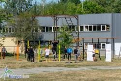 Безплатна професионална тренировка по кросфит се проведе в двора на гимназията