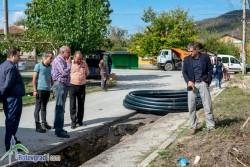 Полагат новите водопроводни тръби в Новачене. Направиха първа копка за нов водопровод в Литаково