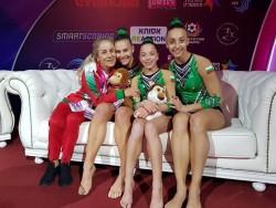 Тройката и тяхната треньорка  огорчени от несправедливите оценки на европейското по спортна акробатика
