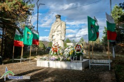 Отдадоха почит на загиналите руски войници край Новачене