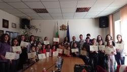 """Отличените в конкурса """"Мисия Будител"""" получиха грамоти  и награди"""