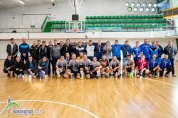 Полицаи събраха 2000 лева от футболен турнир в Ботевград за детето на свой колега