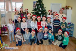 """Близо 10-метрово писмо до Дядо Коледа изпратиха деца от ДГ """"Славейче"""""""