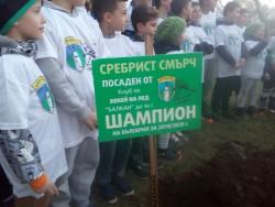 Малките хокеисти на Балкан засадиха дърво в чест на шампионската титла