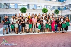 На официална церемония 34-ма зрелостници с отличен успех получиха почетни грамоти