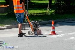 Подновяват  пътна маркировка в Ботевград